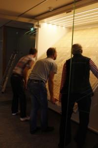 Tekstiilin nosto vitriiniin